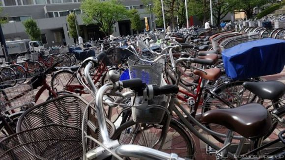 have_you_ever_wondered_where_all_the_bicycles_are_parked_in_japan_01